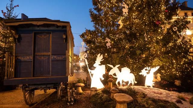 Weihnachtsmarkt Epinal - Dorf Nikolaus - Weihnachten Vosges