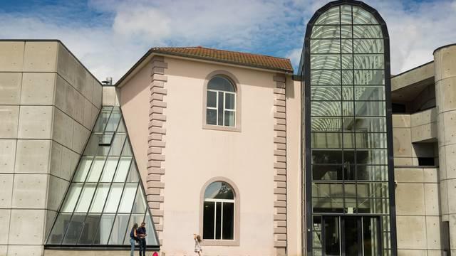 Das Départements-Museum für alte und zeitgenössische Kunst